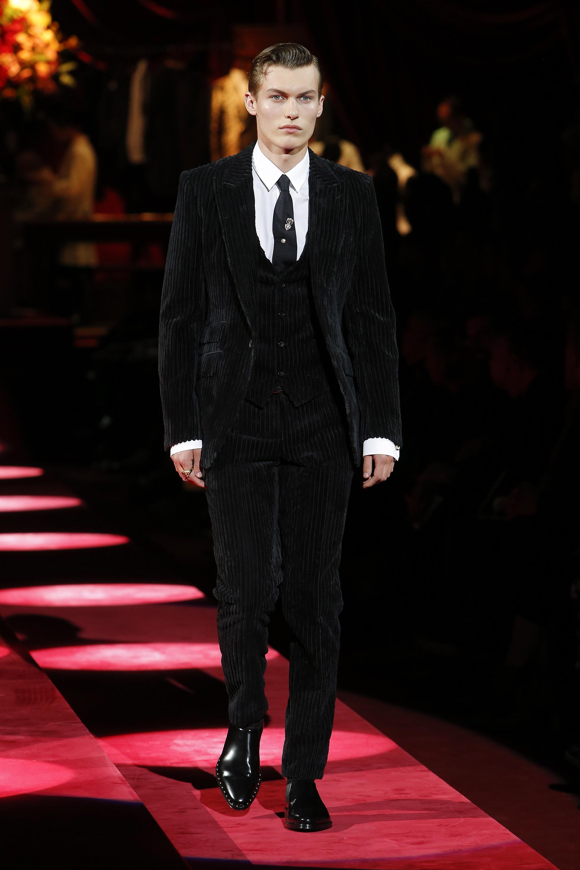 Completo nero in velluto Dolce & Gabbana su