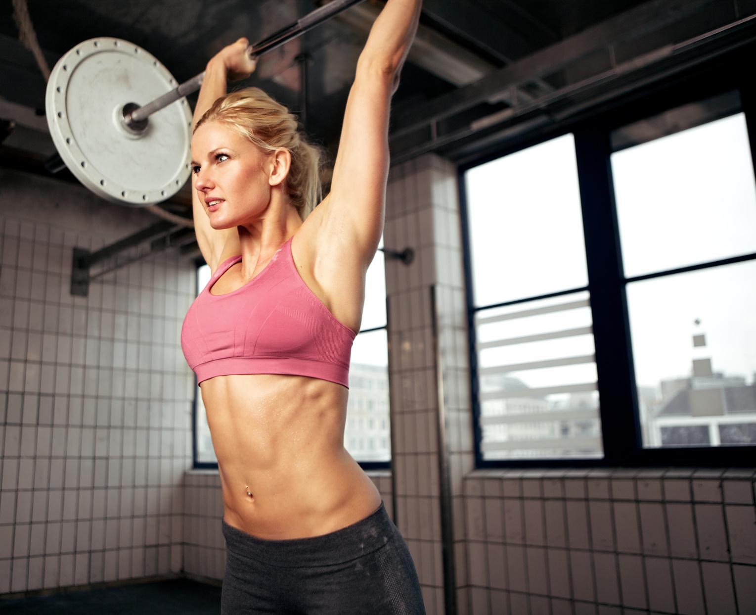 Crossfit: esercizi e dritte per dimagrire allenandosi