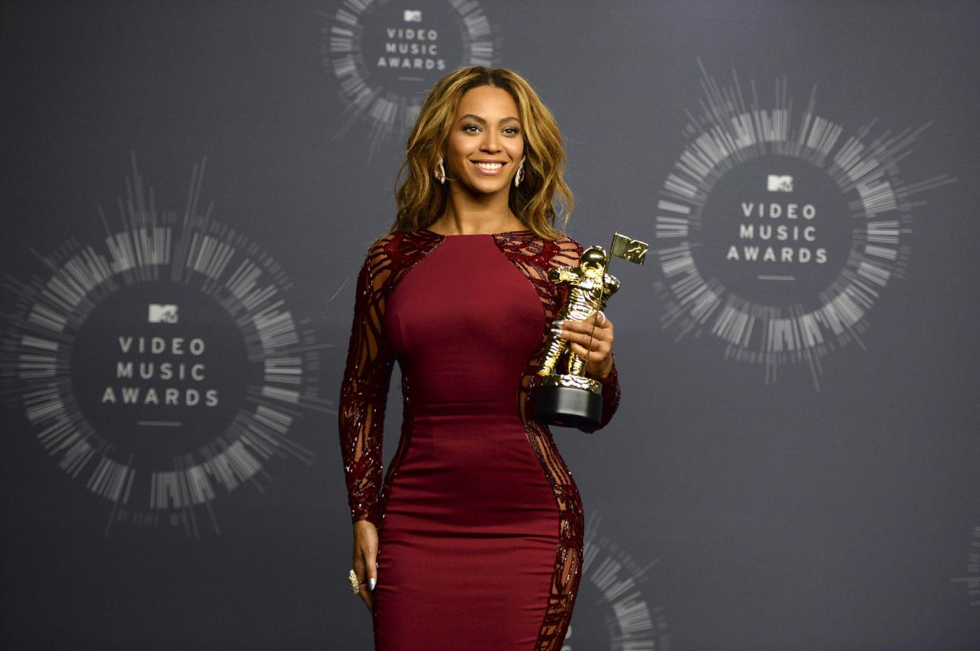 "MTV VMA 2014 Beyoncé riceve il premio alla carriera ""Michael Jackson Vanguard"""