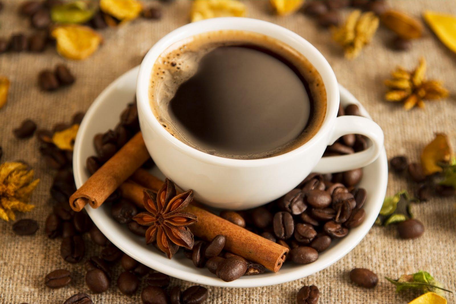 Caffeina: 10 proprietà cosmetiche da non perdere