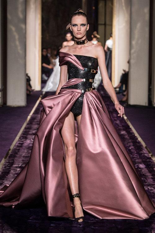 Versace abiti da cerimonia 2015 collezione Atelier autunno inverno Gonna ampia rosa antico con body nero