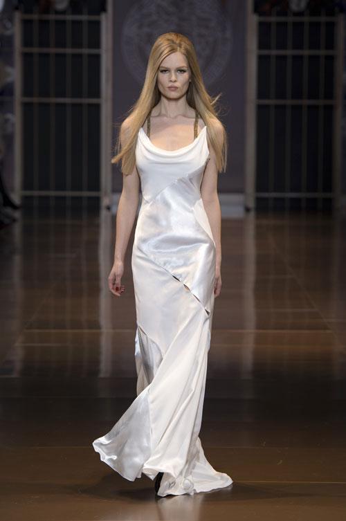 Versace abito da cerimonia 2015 colleziooe autunno inverno bianco scollo anello