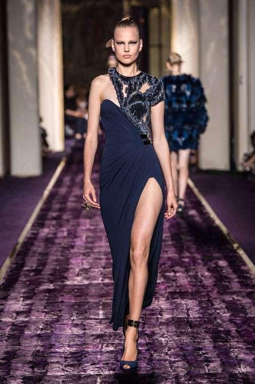 a873652e2a72 Abiti da cerimonia Versace 2015  la collezione  FOTO