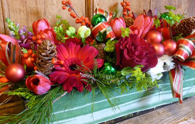 Centrotavola con fiori freschi invernali