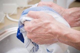 Come eliminare le macchie di sangue dai tessuti