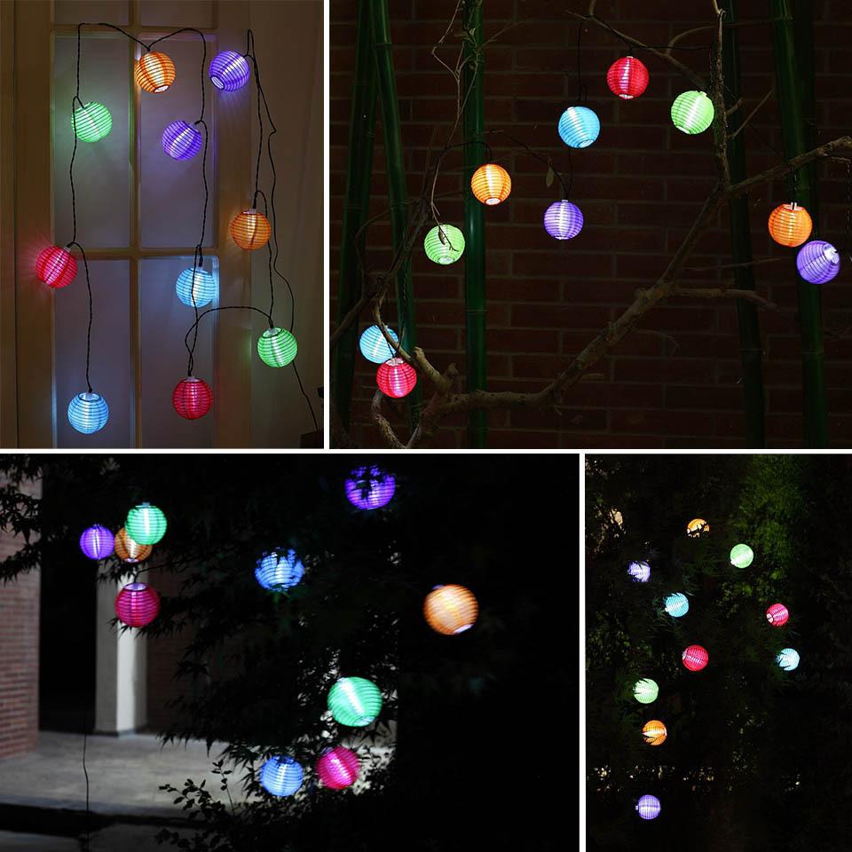 decorazioni natalizie giardino palline luminose