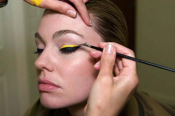 eyeliner linea dritta