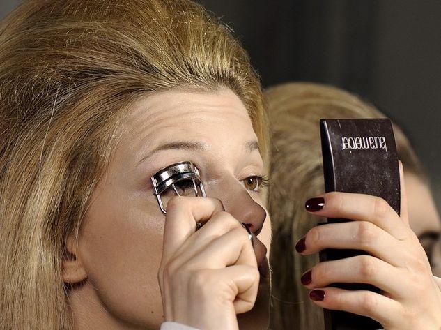 piegaciglia prima del mascara