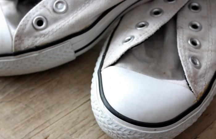 scarpe da ginnastica dentifricio