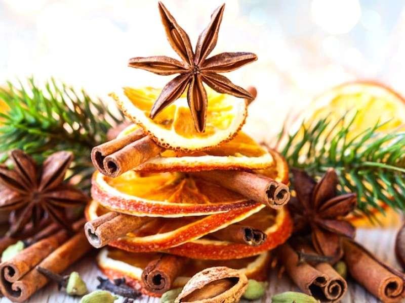 Decorazioni natalizie con le arance [FOTO]