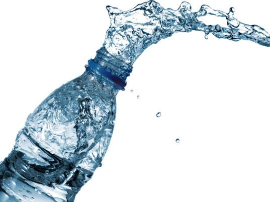 bere acqua contro acne