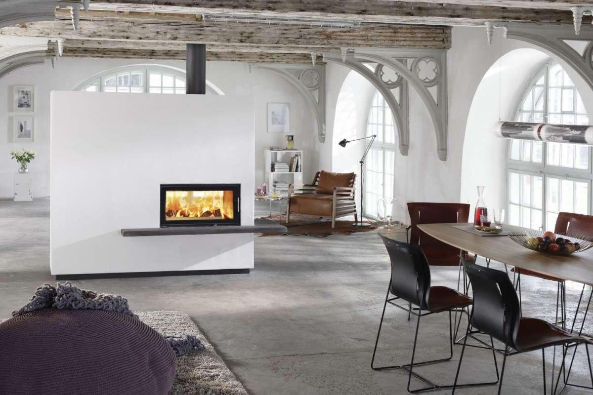 Camini classici e moderni: come arredare casa con il fuoco [FOTO]