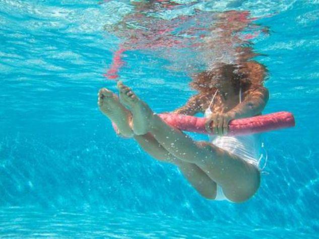 dimagrire gambe piscina