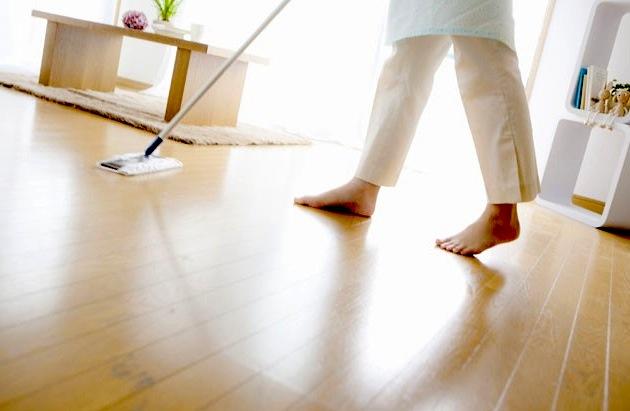 pulire pavimento legno