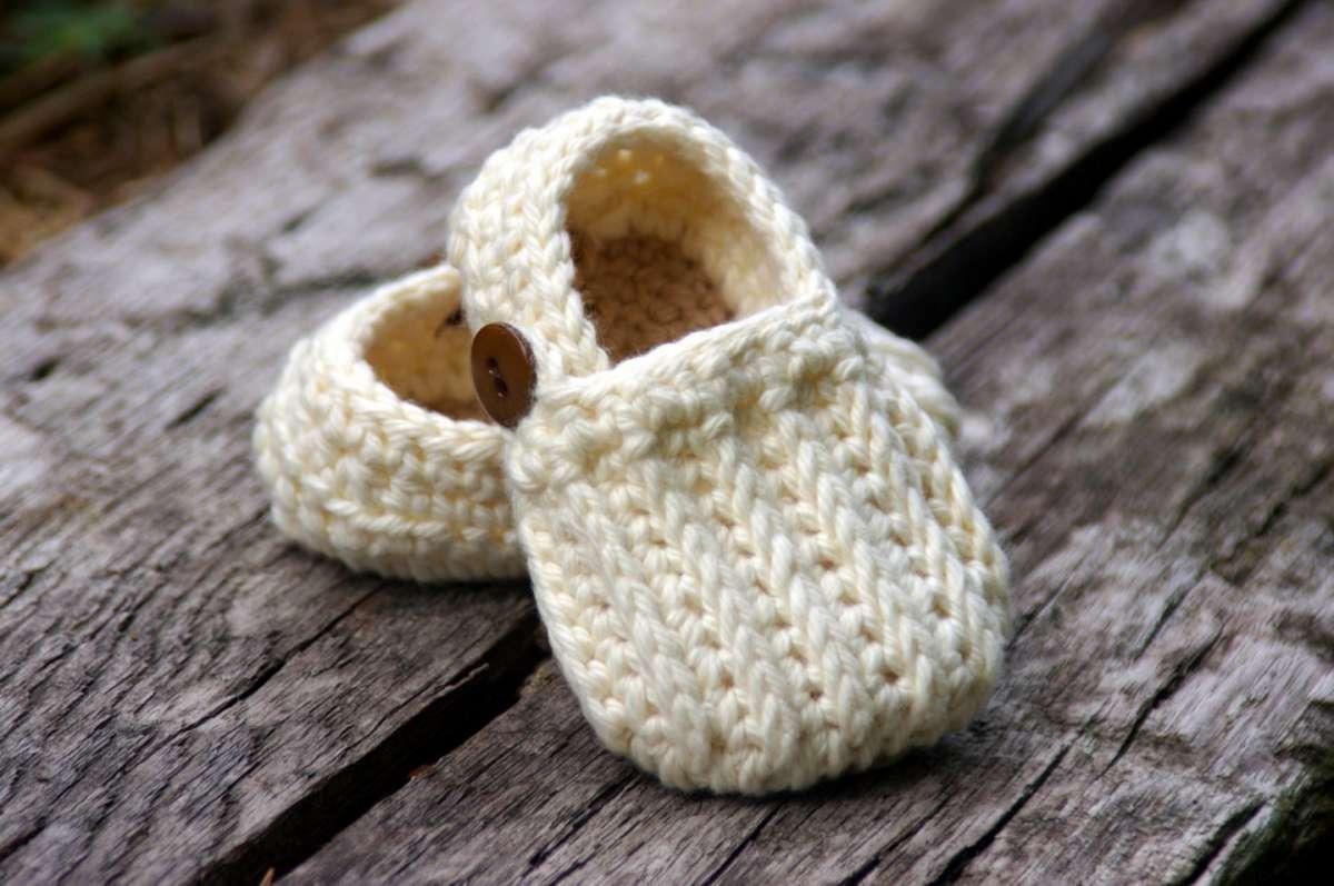 Lavori a maglia: babbucce per neonato [FOTO]
