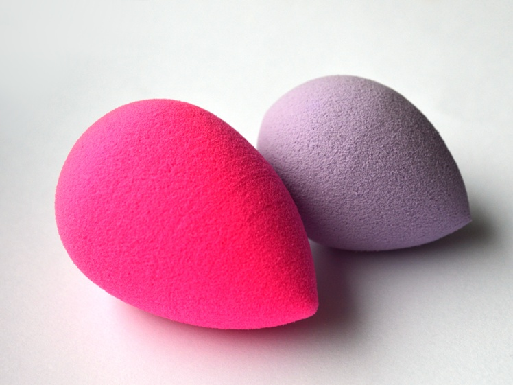 battle the real beauty blender versus a cheap foundations sponge from bornpretty 2