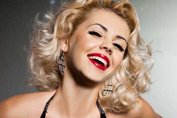 Acconciature capelli per San Valentino: tutte le idee più chic [FOTO]