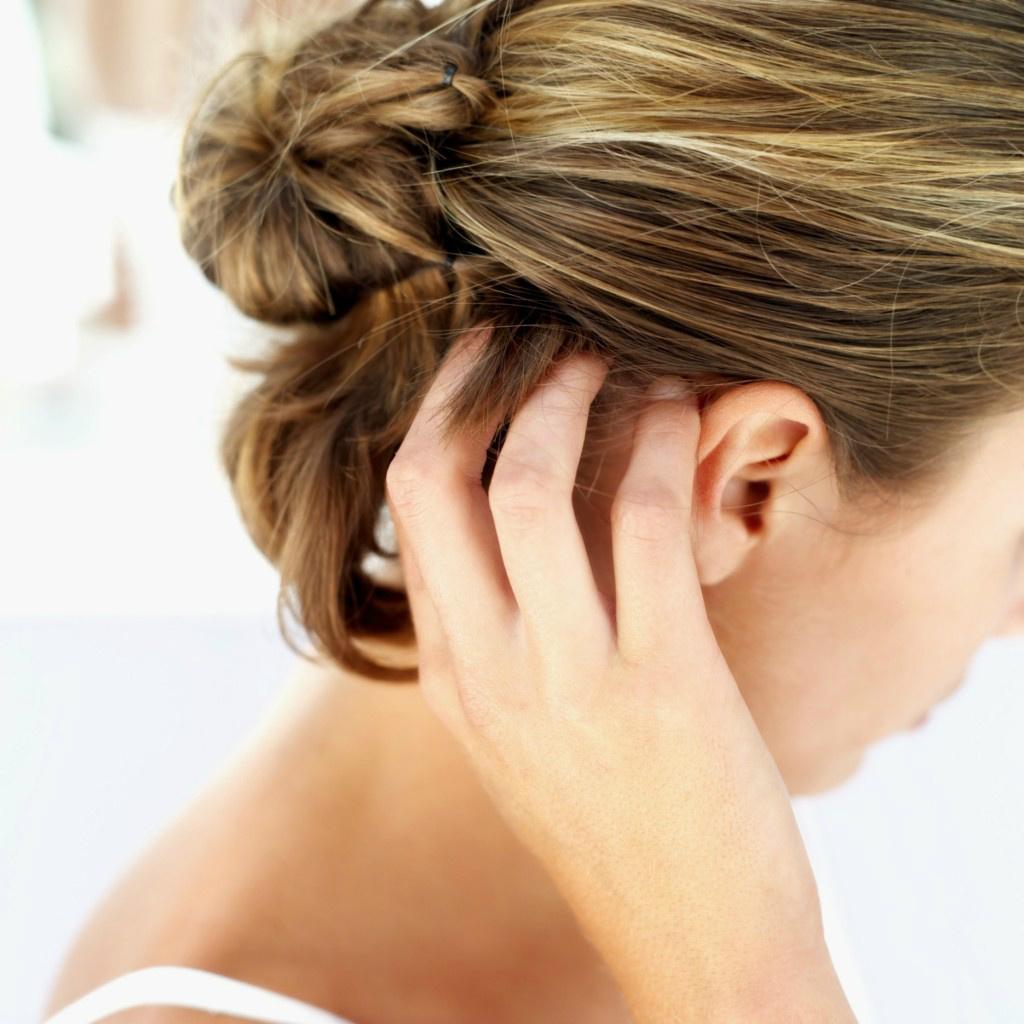 Prurito alla testa: possibili cause e relativi rimedi