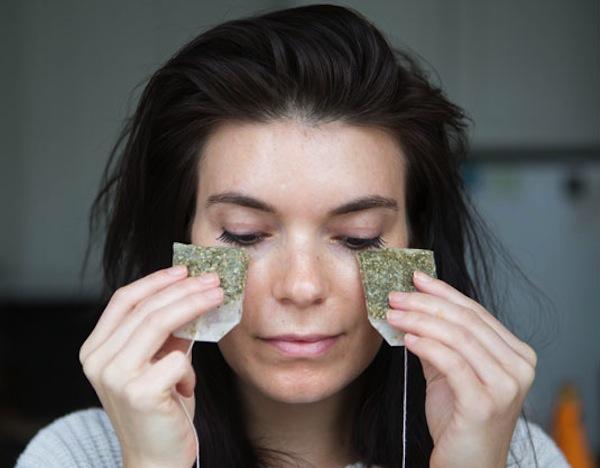Thè verde per il contorno occhi