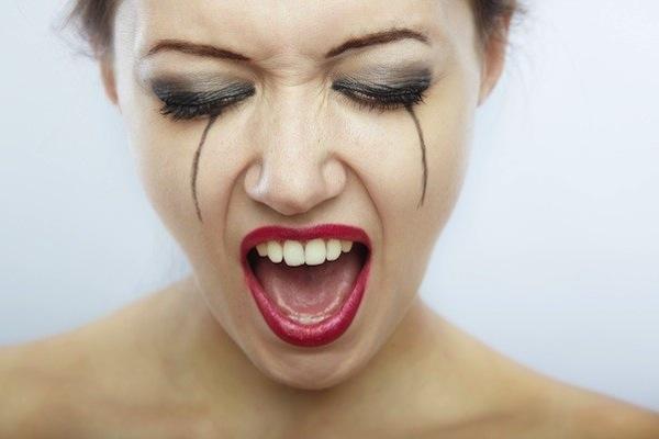 10 consigli di bellezza che sembrano farti bene e invece sono dannosi