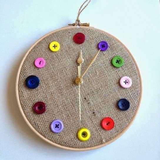 Orologi con il riciclo creativo tante idee fai da te for Idee per orologio da parete