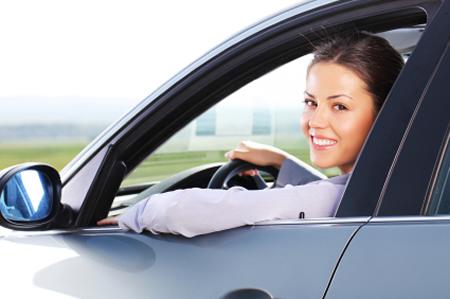 Donna in macchina m