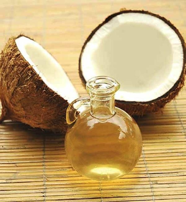 capelli lunghi con olio di cocco