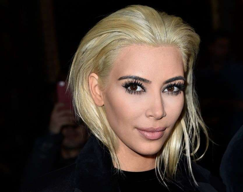 Kim Kardashian diventa bionda: look da femme fatale per la star [FOTO]