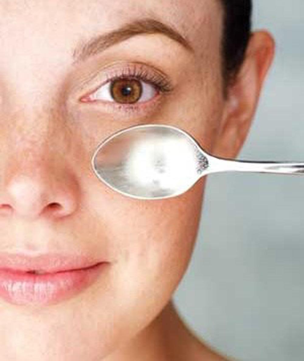spoon on eyes