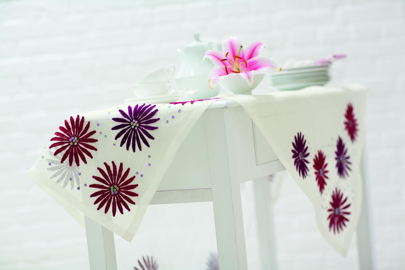 Beautiful Table Cloth Decor Ideas1