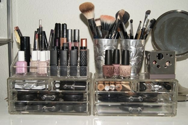 Make up storage plexiglass