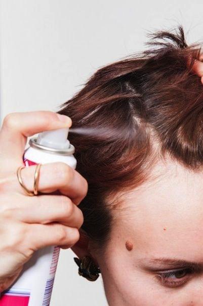 applicare shampoo secco spray