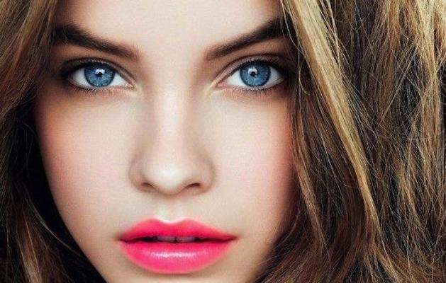 labbra brillanti e rosa