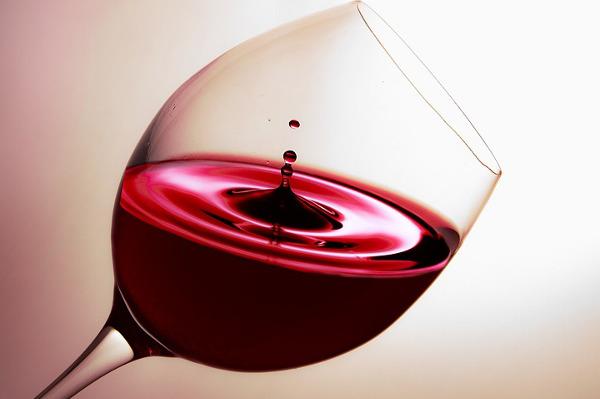 Pulire divano pelle vino