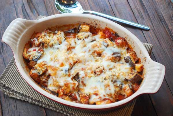 Melanzane al forno con pomodoro e mozzarella, ricetta light