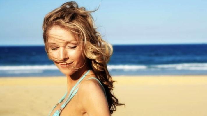 proteggere+i+capelli+colorati+dal+sole