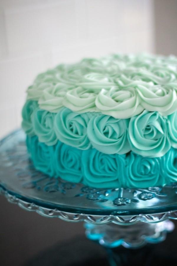 torta a fiori azzurra