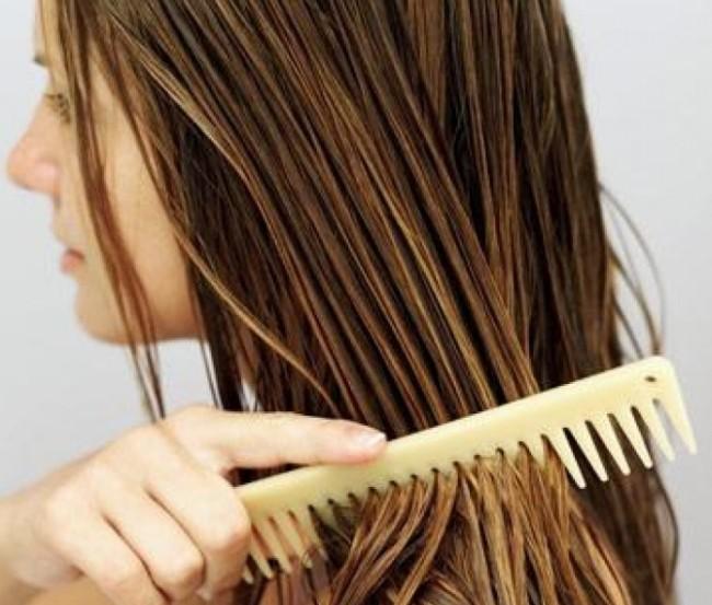 Pettinare i capelli asciutti