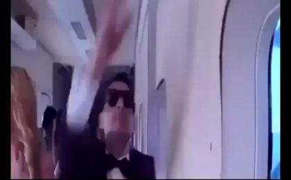 Paris Hilton vittima di un terribile scherzo su un volo per Dubai [FOTO]