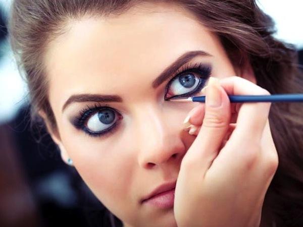 matita blu occhi sfumata