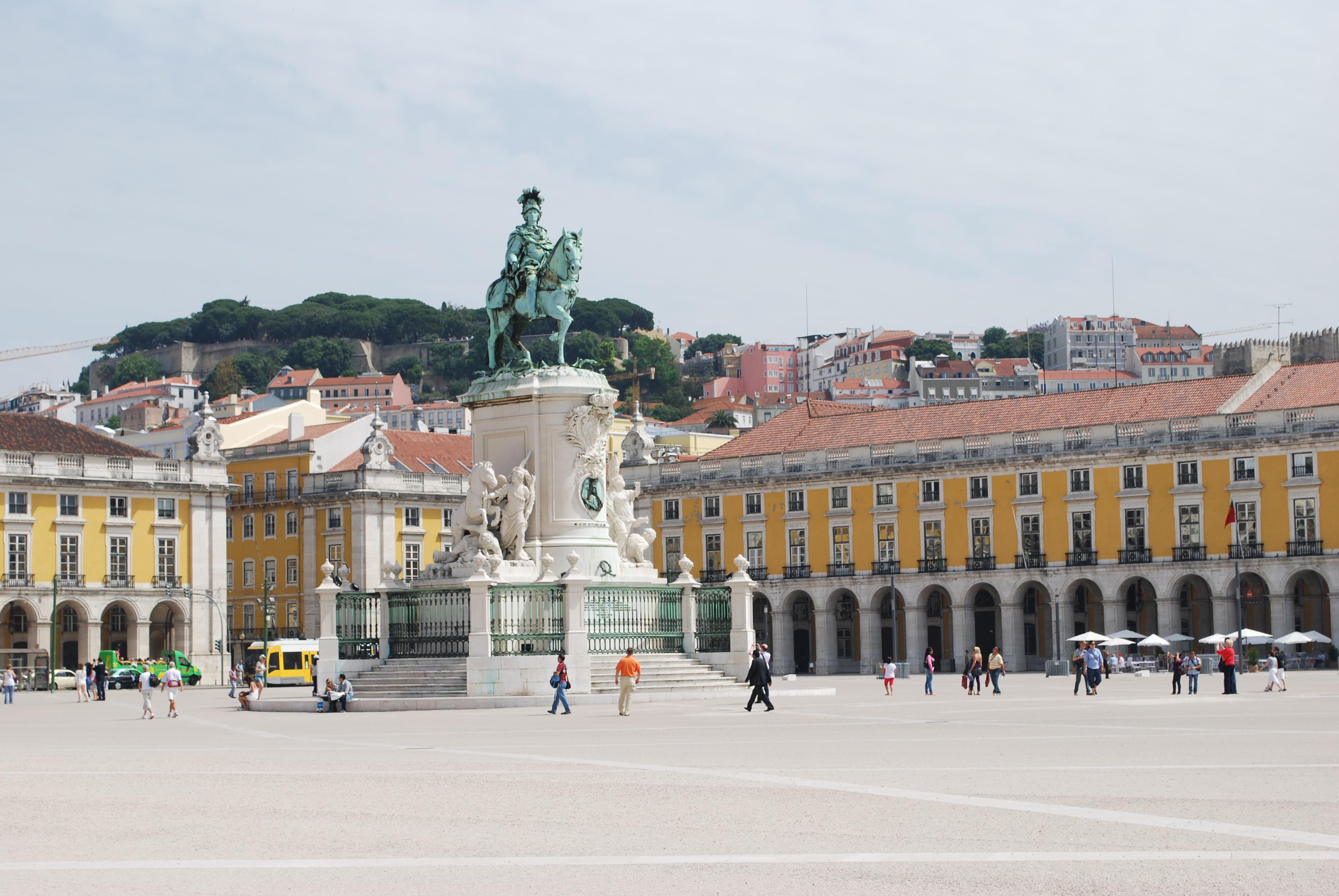 Lisboa_ _Praça_do_Comércio_e_o_Castelo