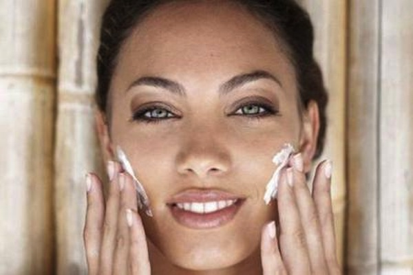 come scegliere una crema idratante per il viso con protezione solare_8e62d5614ead5e8e772310942103f7f1