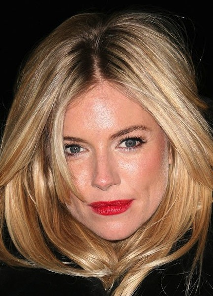 red carpet makeup look sienna miller