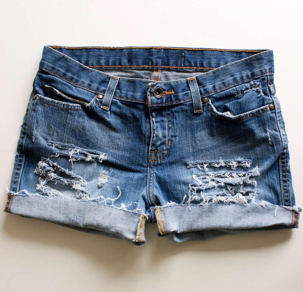 Shorts di jeans fai da te [FOTO]