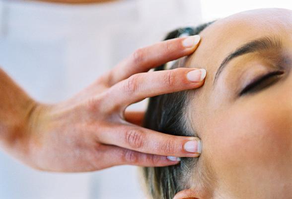 Ginnastica per capelli: i gesti che li rendono più forti e sani