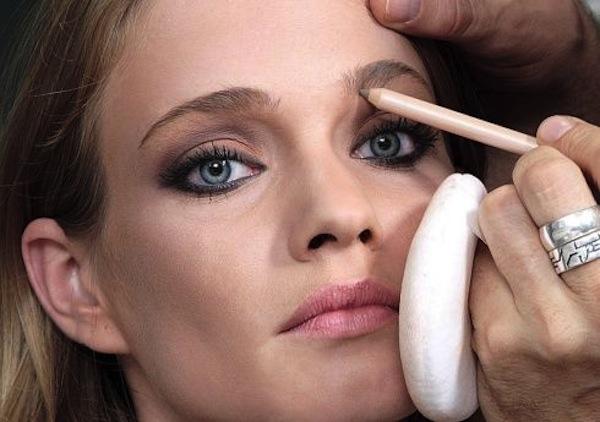 Come ingrandire gli occhi col make up
