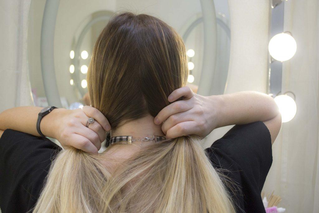 Dividere capelli in sezioni shatush