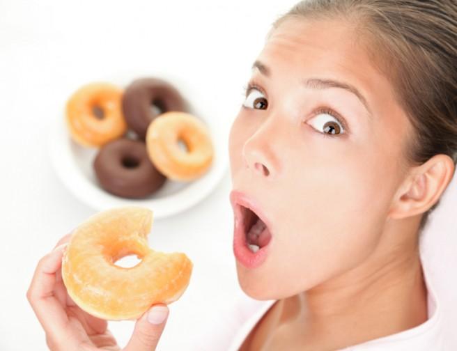 Fame e ciclo: perché si mangia di più? Cause e rimedi