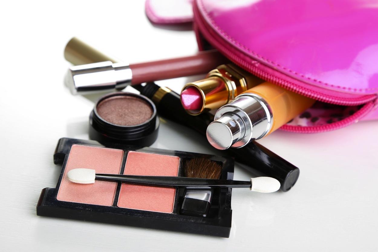 Tutti i cosmetici da avere sempre nella borsa