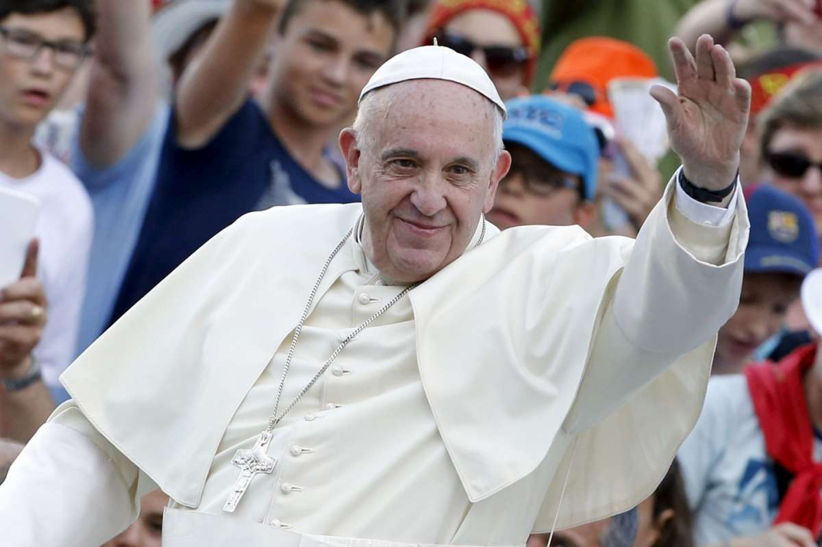 Papa Francesco acclamato dalla folla